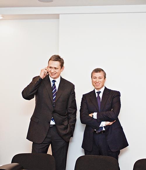 Кузбасс может навсегда остаться в положении заложника промышляющих в его недрах транснациональных холдингов. На фото - Роман Абрамович (справа) и Владимир Рашевский (СУЭК)