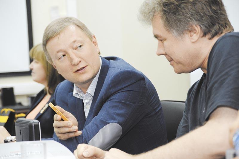 На рынке сформировался тренд на рост тарифов на связь для клиентов. На фото — региональный директор Сибирского региона ГК «Вымпелком» Сергей Козерод (слева)