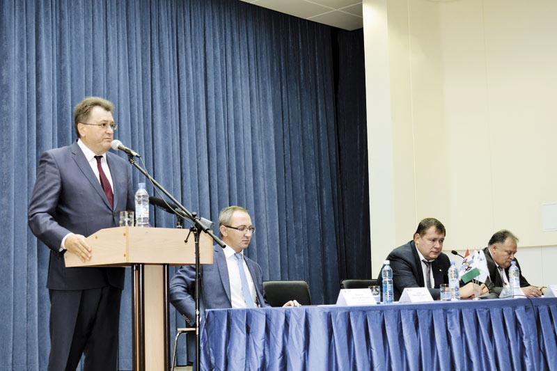 Президент ТК «ТВЭЛ» Юрий Оленин представил нового гендиректора «НЗХК», которым стал Юрий Гернер