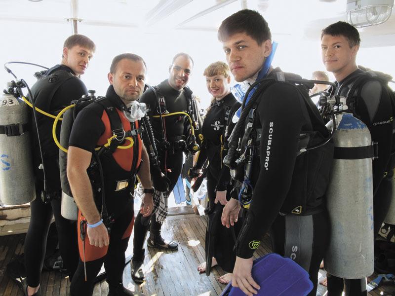 Сергей Бойко (на фото слева)