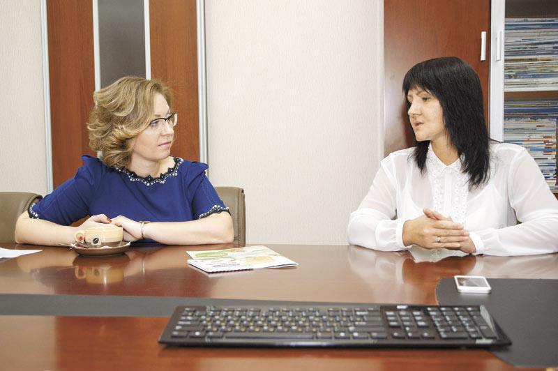 Генеральный директор Сибирского офиса «ИНТАЛЕВ» Марина Гуляева (слева) и финансовый директор
