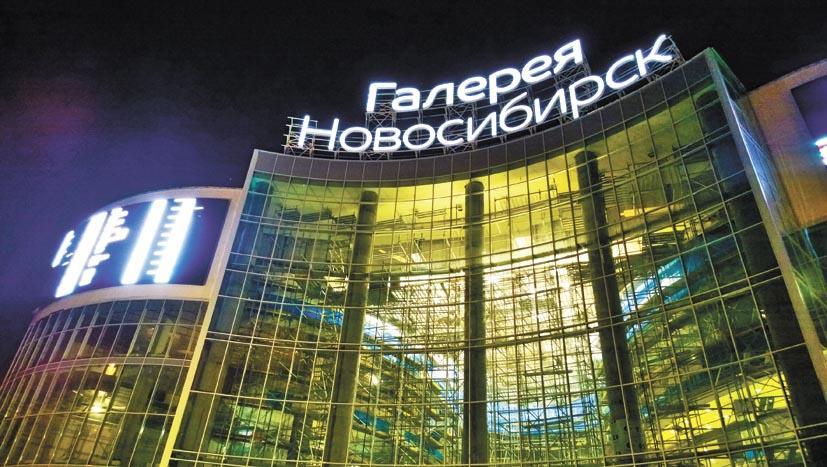 По словам участников рынка, «Галерея Новосибирск» выставляет цены на аренду в долларах. У арендаторов