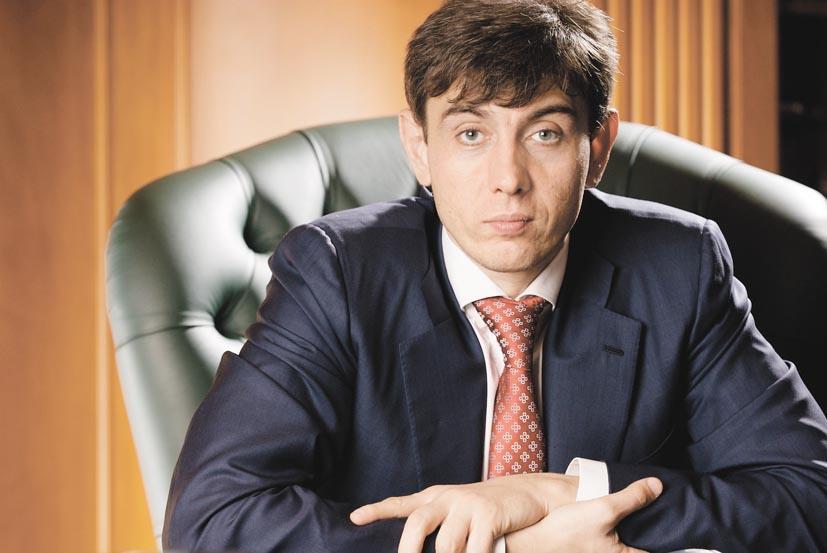 Наиболее динамичные показатели развития в 2014 году на территории Сибири в сегменте FMCG показала федеральная сеть «Магнит», владельцем которой является компания «Тандер» во главе с бизнесменом Сергеем Галицким.