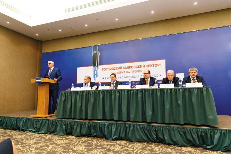 По мнению главы РСПП Александра Шохина (на фото слева), в связи с ситуацией вокруг цен на нефть госбюджет придется пересматривать, причем не в апреле–мае 2015 года, а, вероятнее, в январе – феврале