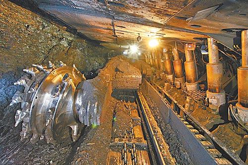 На фото шахта им. 7 ноября ОАО «СУЭК-Кузбасс»