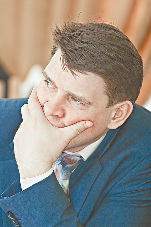 Гендиректор «Новосибирскэнерго» Александр Пелипасов, получивший самую большую прибыль по итогам полугодия, никому не скажет, как ему удалось это сделать