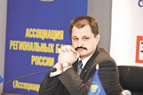 Банкир Андрей Бекарев размышляет над предложением «Правого дела»