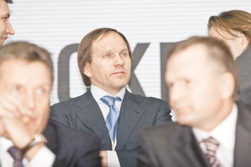 При наличии немалого числа желающих оказать влияние на выбор будущего мэра Красноярска решающее слово — за губернатором Львом Кузнецовым