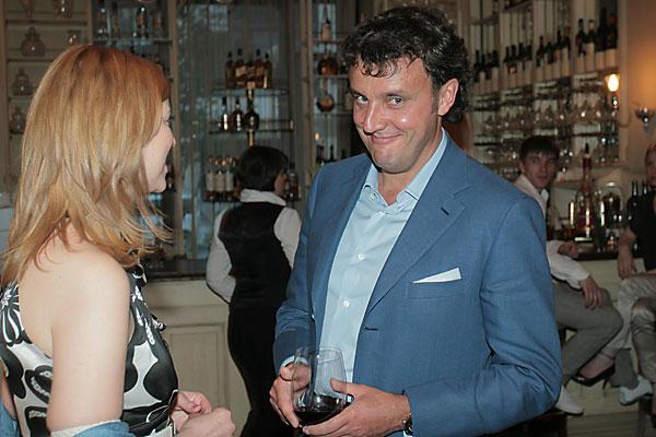 В новосибирском ресторане La Maison прошел частный ужин, на котором присутствовали артисты Мариинского театра, а также Новосибирского театра оперы и балеты. На ужине также были представители Русского делового клуба