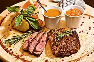 Импортная мраморная говядина исчезает из меню многих новосибирских ресторанов — прежде всего из-за высокой цены