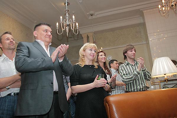 В новосибирском ресторане La Maison прошел частный ужин, на котором присутствовали артисты Мариинского и Большого театров, а также Новосибирского театра оперы и балеты. Также на ужине были представители Русского делового клуба