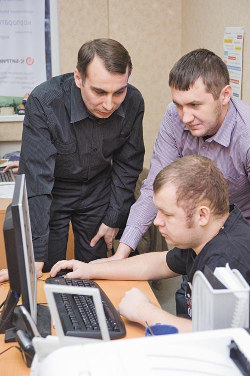 Директор ITContruct Роман Петров (на фото слева) считает, что готовые сайты займут существенную долю рынка в ближайшие несколько лет и станут одним из основных направлений развития веб-разработки