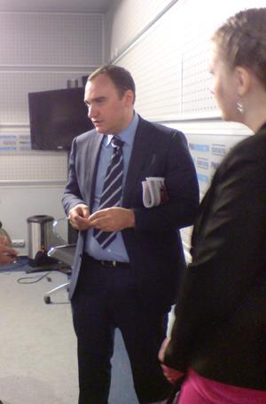 на фото главный управляющий директор ГК «Независимость» Оскар Ахмедов