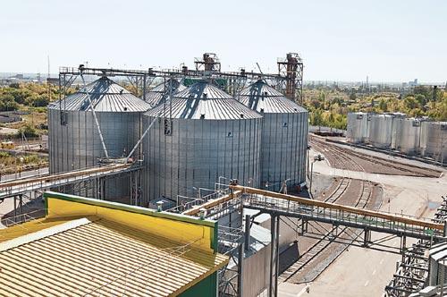 Общая стоимость инвестиционного проекта, который был реализован компанией «Агросиб-Раздолье», составила 2,2 млрд рублей