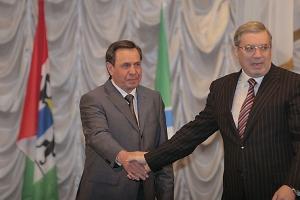 Первым мэра Новосибирска поздравил губернатор области Виктор Толоконский.