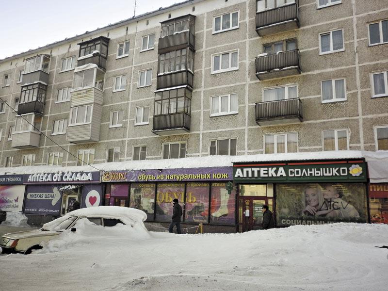 Переизбыток аптек на единицу площади в Новосибирске и впрямь виден невооруженным глазом. К примеру, на отдаленной от центра Новосибирска улице Учительской в радиусе одной остановки можно встретить семь аптек, работающих под разными брендами.