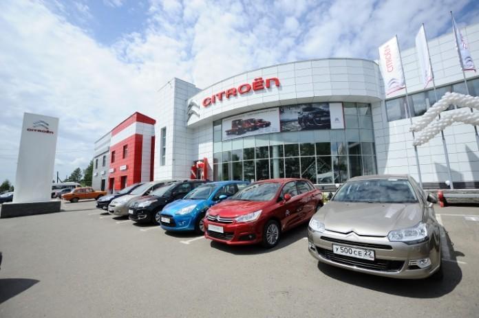 Барнаульский АНТ Александра Поддубного вновь удержал первое место по доле рынка в основном регионе присутствия. На фото - дилерский центр Citroen компании АНТ.