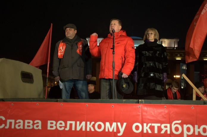 Мэр Новосибирска Анатолий Локоть на митинге 7 ноября 2014 года