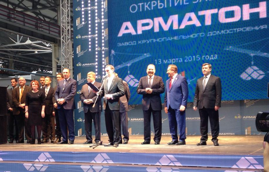Министру строительства и ЖКХ РФ Михаилу Меню (на фото третий справа) понравилось