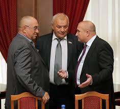Николай Мочалин (слева) и Николай Мамулат (справа) опровергли намерение выйти из «ЕР» вслед за Илюхиным.