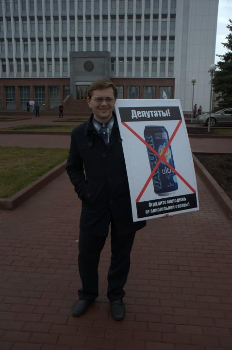 Одиночный пикет возле здания законодательного собрания Новосибирской области 23 апреля 2015 года