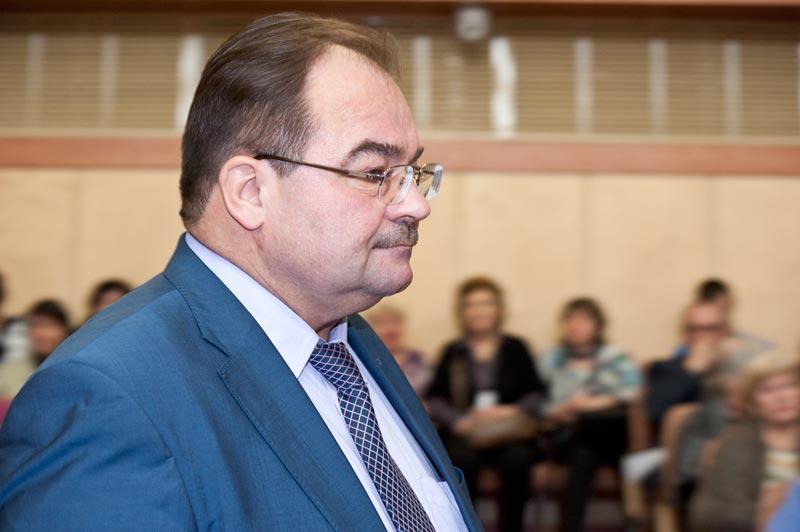Сложные отношения Александра Полищука с действующими депутатами Дзержинского района заметны в публичном пространстве