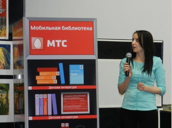 Запуск «Мобильной библиотеки» в Стрежевом приурочили ко «Дню славянской письменности» и «Общероссийскому дню библиотек». Фото: пресс-служба