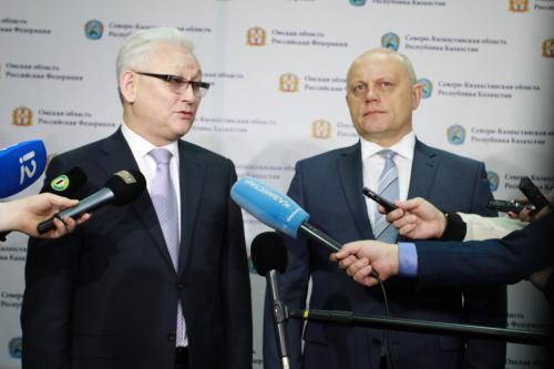 Аким Ерик Султанов (слева) и губернатор Виктор Назаров возглавляют регионы с сильным агрокомплексом и считают