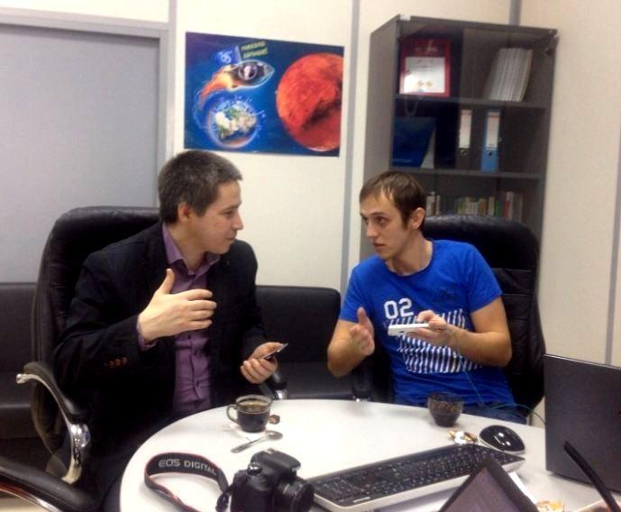 По мнению генерального директора «Сибирских сетей» Александра Шиляева (на фото слева), сегодня мегабиты скорости и деление на тарифы – не более чем условность, искусственное ограничение скорости, от которого компания и решила отойти.