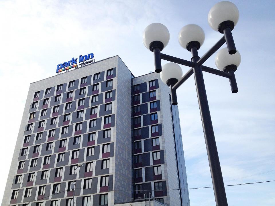 С учетом грядущего ввода Park Inn by Radisson в добавление к уже работающим Marriott, Doubletree by Hilton и Azimut эксперты считают, что новосибирскому гостиничному рынку стоит сфокусироваться на отелях более экономичной категории