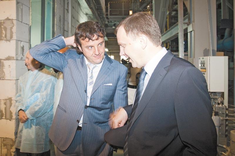 Глава РАТМ Холдинга Эдуард Таран (на фото слева) озадачен регулярными отключениями