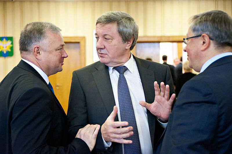 Виктор Осин (в центре) считает, что нельзя быть бессменным депутатом
