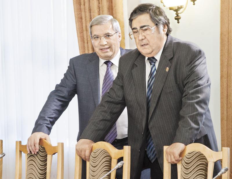 Аман Тулеев (справа) крепко держится за кресло главы Кемеровской области