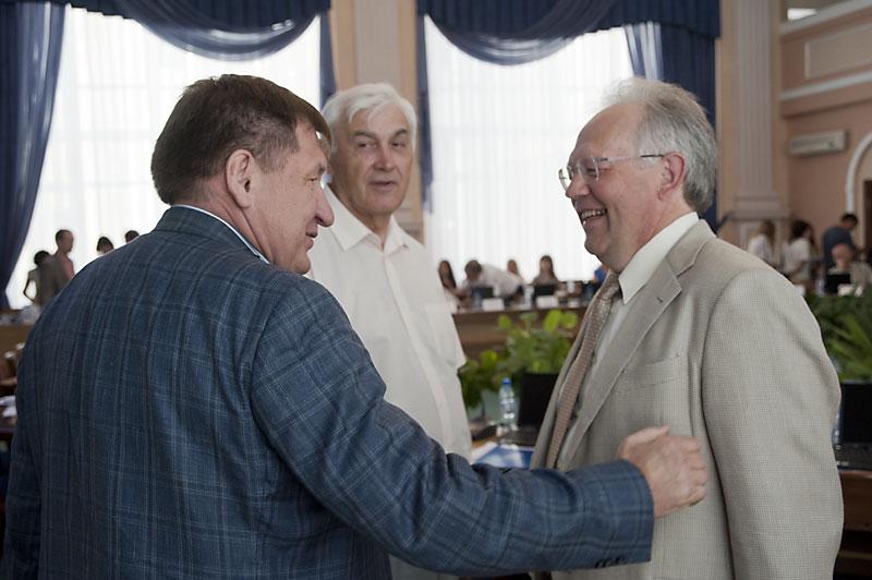 Иван Стариков (на фото слева) — еще один бывший сенатор, который планирует принять участие в выборах в заксобрание Новосибирской области