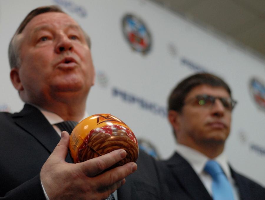 Губернатор Алтайского края Александр Карлин (слева) и президент PepsiCo в России Сильвиу Попович (справа) договорились о «тесном взаимодействии» алтайской сырьевой базы и перерабатывающих возможностей холдинга. Фото автора