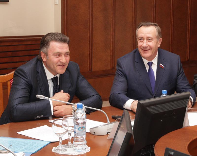 C  Владимиром Городецким у Андрея Шимкива (слева) налажен контакт, но и у Ивана Мороза (справа) с действующим губернатором довольно хорошие отношения