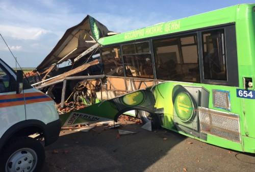 Катастрофу с участием автобуса в Омском районе жители региона называют самой большой более чем за год.