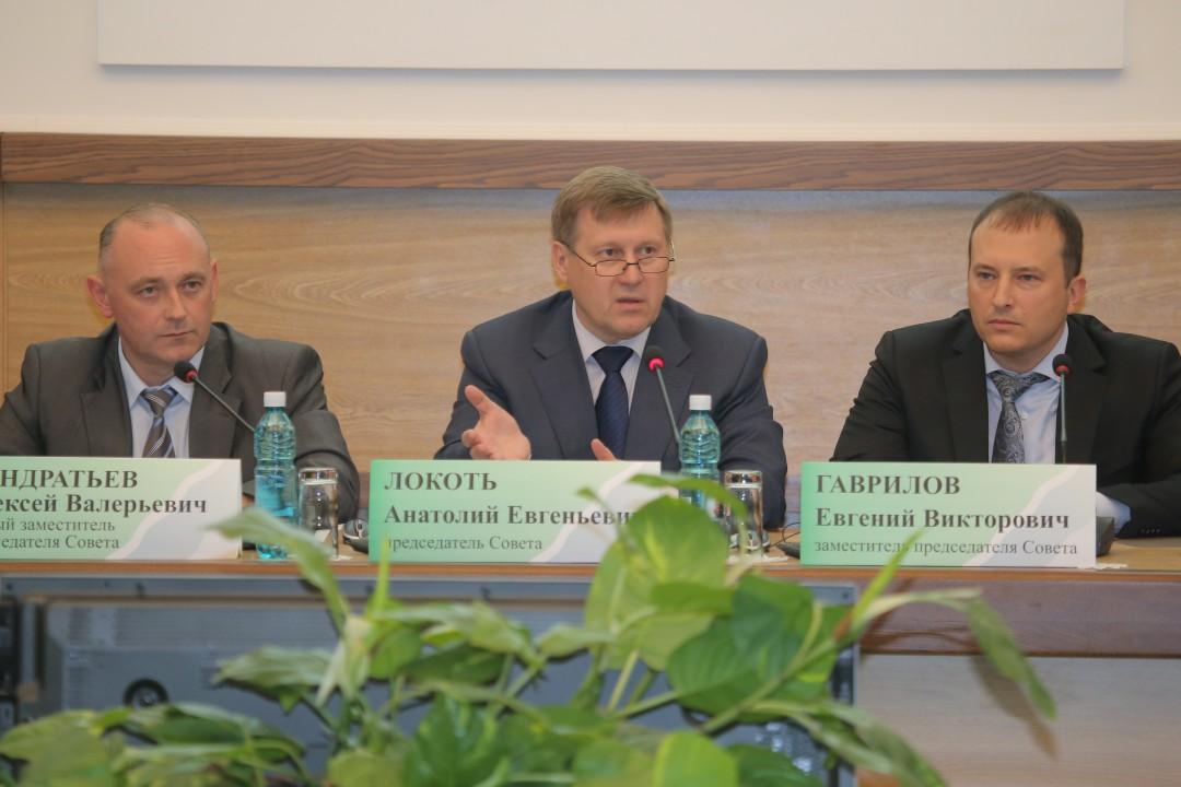 Мэр Новосибирска Анатолий Локоть обсудил с общественниками и экспертами направления работы градостроительного совета.