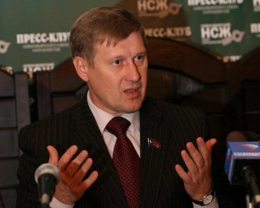 Анатолий Локоть в мае сохранил лидирующие позиции среди глав дургих сибирских столиц, с точки зрения МедиаРейтинга.