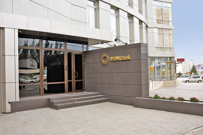 В случае, если объединение «МДМ банка» и Бинбанка состоится, возникнет банковская структура с активами в 933 млрд. руб. На фото - вход в головной офис «МДМ банка» на Котельнической набережной в Москве.