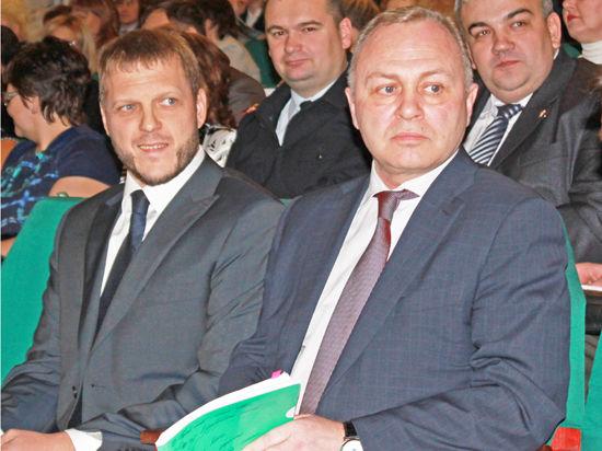 Евгений Пономарёв (слева) посвятил много времени работе с городским ЖКХ.