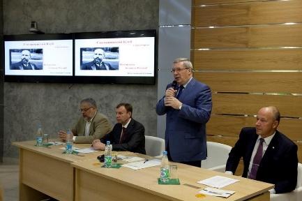 Тон заседанию «Столыпинского клуба» задал губернатор Красноярского края Виктор Толконский.