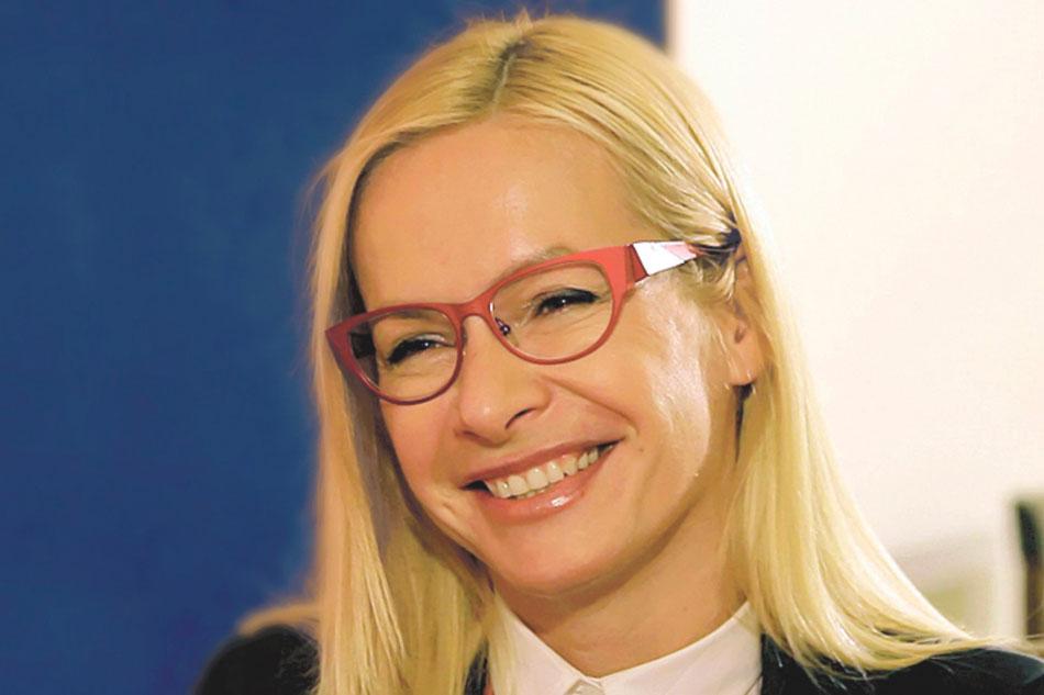 Анне Терешковой удалось убедить министра культуры РФ, что Сибирский центр современного искусства необходимо вернуть к работе.