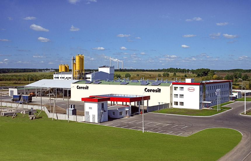 Проектная мощность новосибирского завода «Хенкель Баутехник» - 150 тыс. тонн сухих стройсмесей в год.