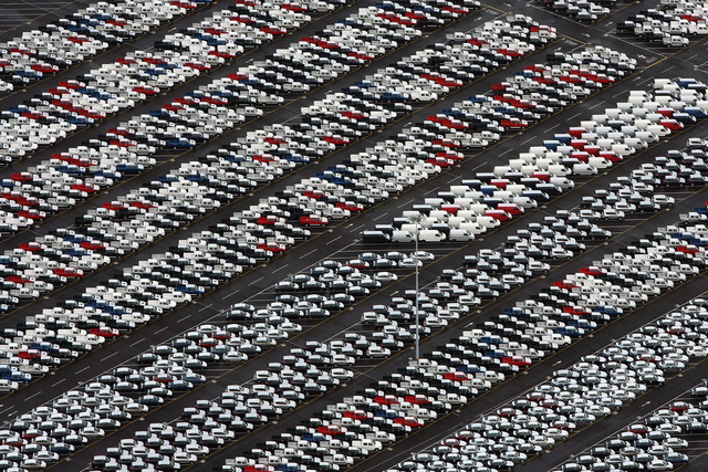 По сравнению с прошлым годом, в 2015-м дилеры недопродали почти 500 тыс. автомобилей по всей России.
