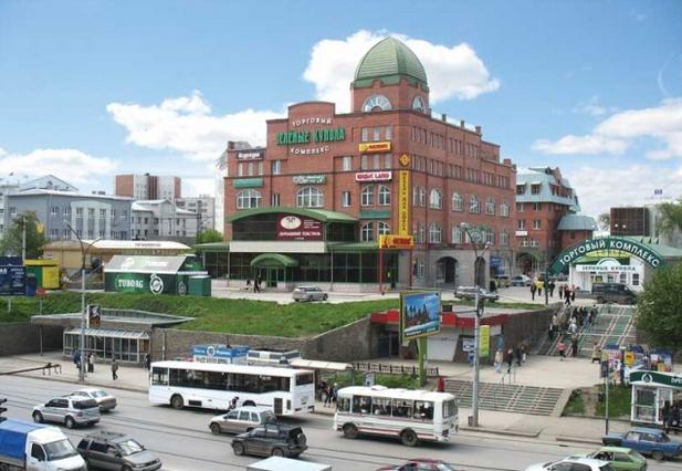 Кроме самих «Зелёных куполов» ЗАО «Труд» продаёт в районе метро «Гагаринская» одноэтажное торгово-выставочное здание.