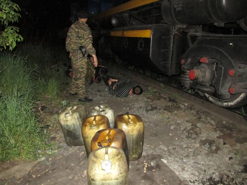 Группу похитителей дизельного топлива задерживали бойцы транспортного ОМОНа. Группу похитителей дизельного топлива задерживали бойцы транспортного ОМОНа.