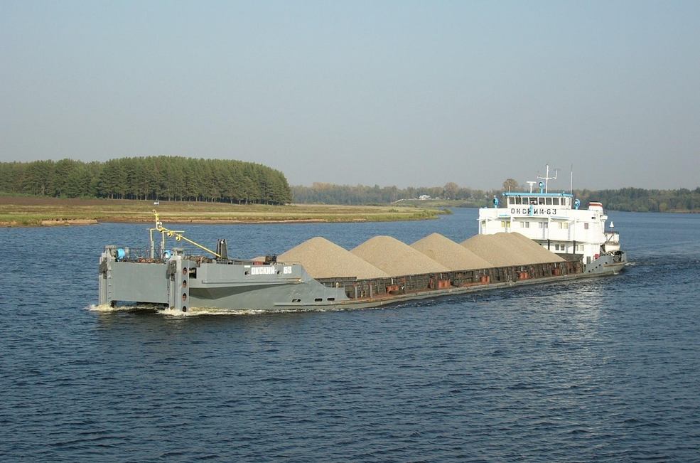 Чтобы похитить 8400 тонн речного песка, баржам злоумышленника пришлось сделать не меньше 35 рейсов. Каждый - с загрузкой в 245 тонн.