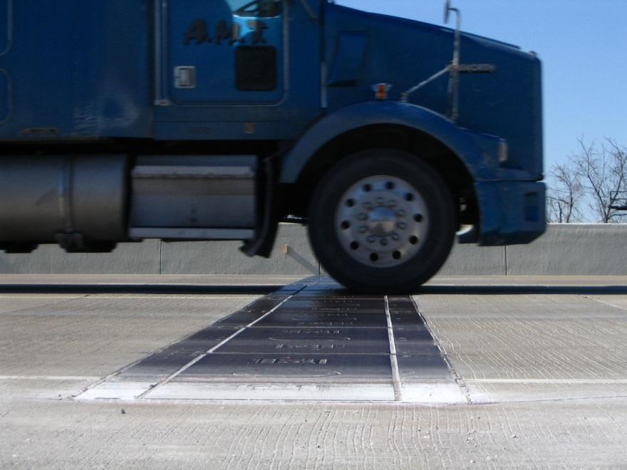 По сути автоматизированная система весового контроля - это пластина-датчик, лежащая на трассе.