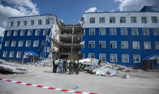 Военные следователи СК начали предварительную проверку причин и обстоятельств обрушения омской казармы.